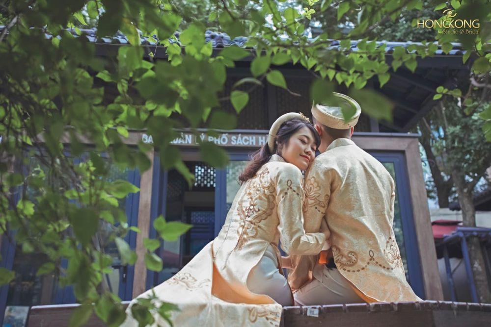 Hướng dẫn cách tạo dáng chụp ảnh cưới trong phòng mới nhất 2020