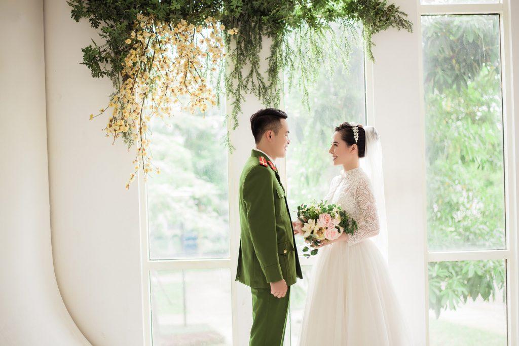 Ảnh cưới công an: Xu hướng chụp ảnh cưới đẹp cho các chiến sĩ công an