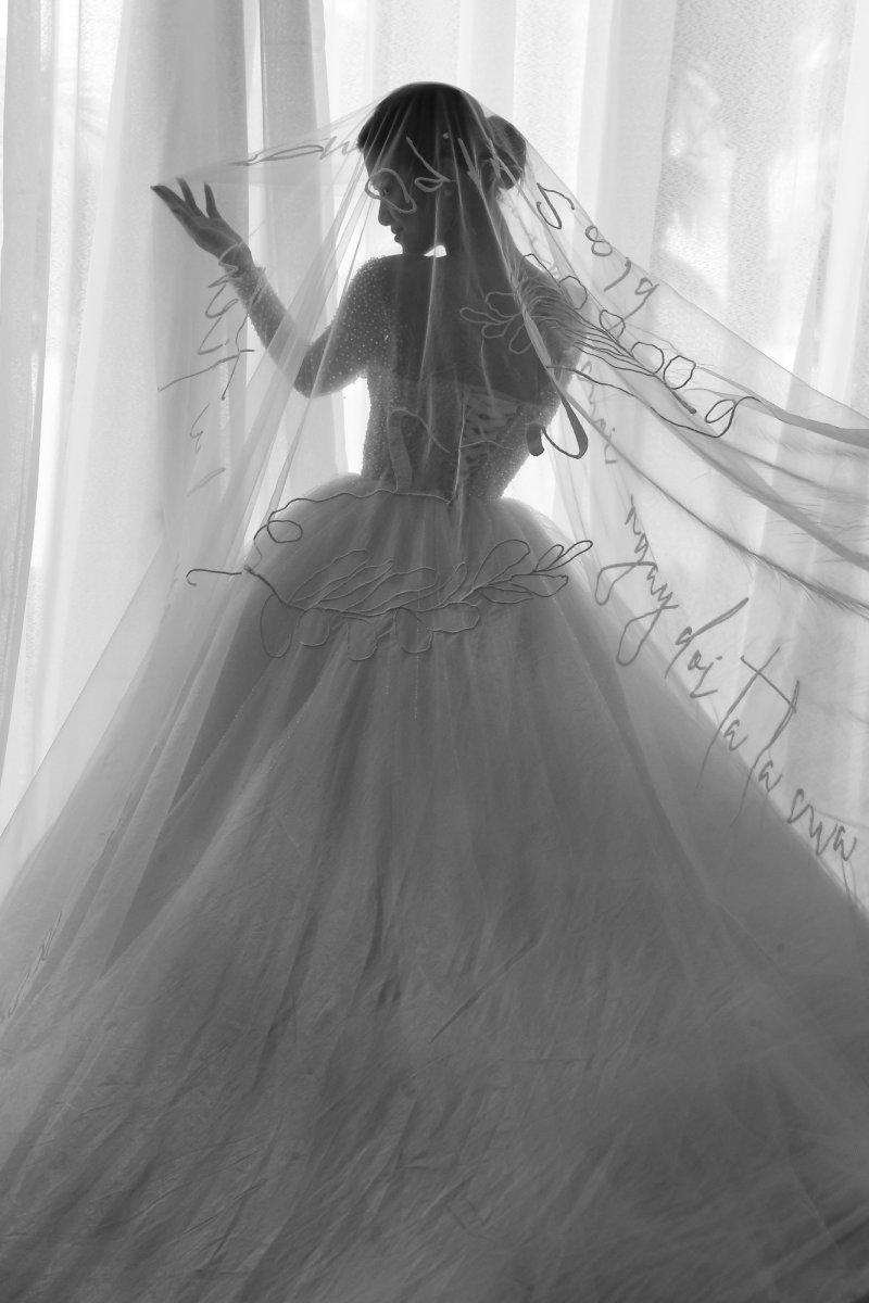 """Giải mã"""" chiếc khăn voan 5 mét của cô dâu Đông Nhi được NTK Chung Thanh Phong làm riêng - Tạp chí Đẹp"""