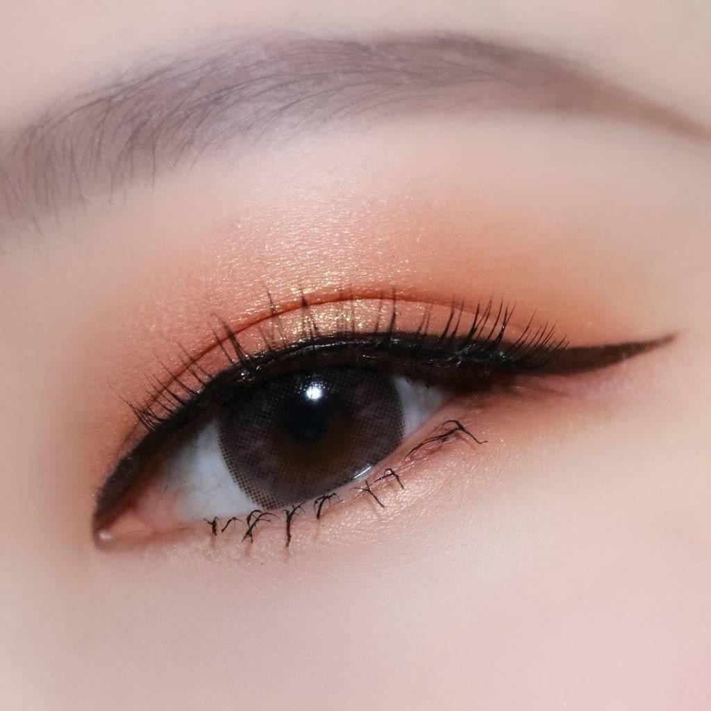 Trang điểm mắt nhẹ nhàng